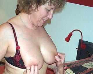Big titted mature slut doing her boyfriend